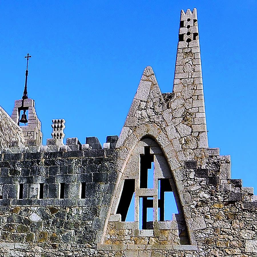 Chimenea de las Bodegas Güell, de Antoni Gaudí