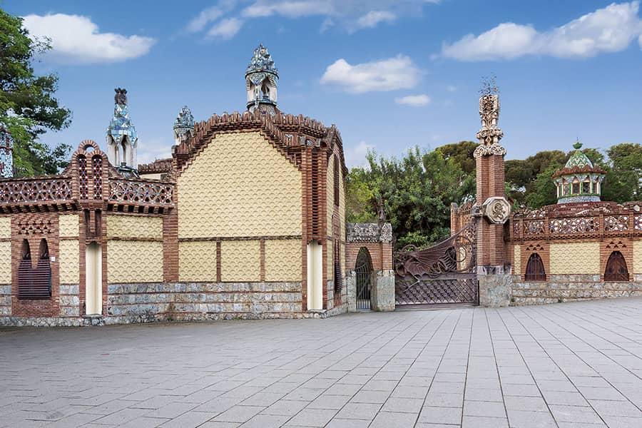 The main entrance of Finca Güell, by Antoni Gaudí