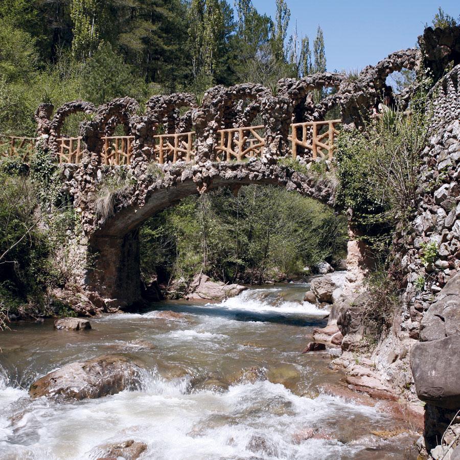 Puente en los Jardines Artigas, de Antoni Gaudí