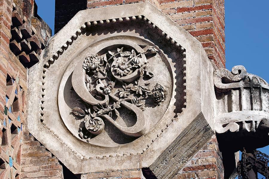 Detalle decorativo de la Finca Güell, de Antoni Gaudí