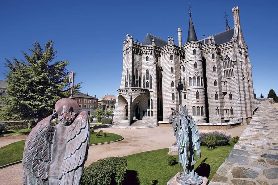 Episcopal Palace of Astorga by Antoni Gaudí