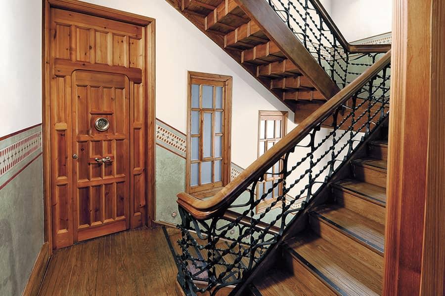 Escalera Casa Botines de León, de Antoni Gaudí