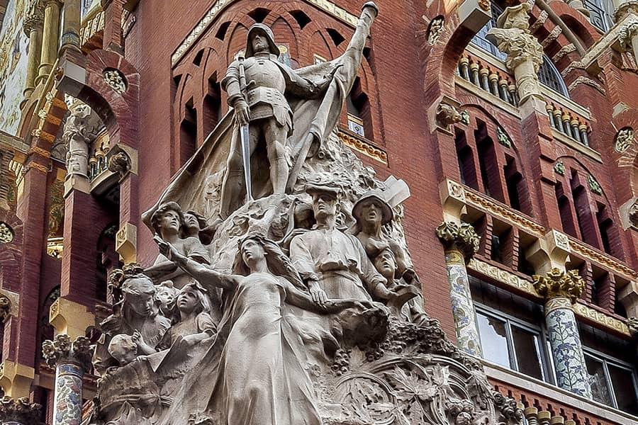 Escultura en la fachada del Palau de la Música de Barcelona