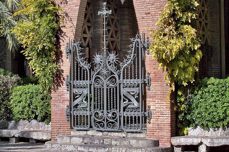 Verja del Colegio Teresiano de Barcelona, de Antoni Gaudí