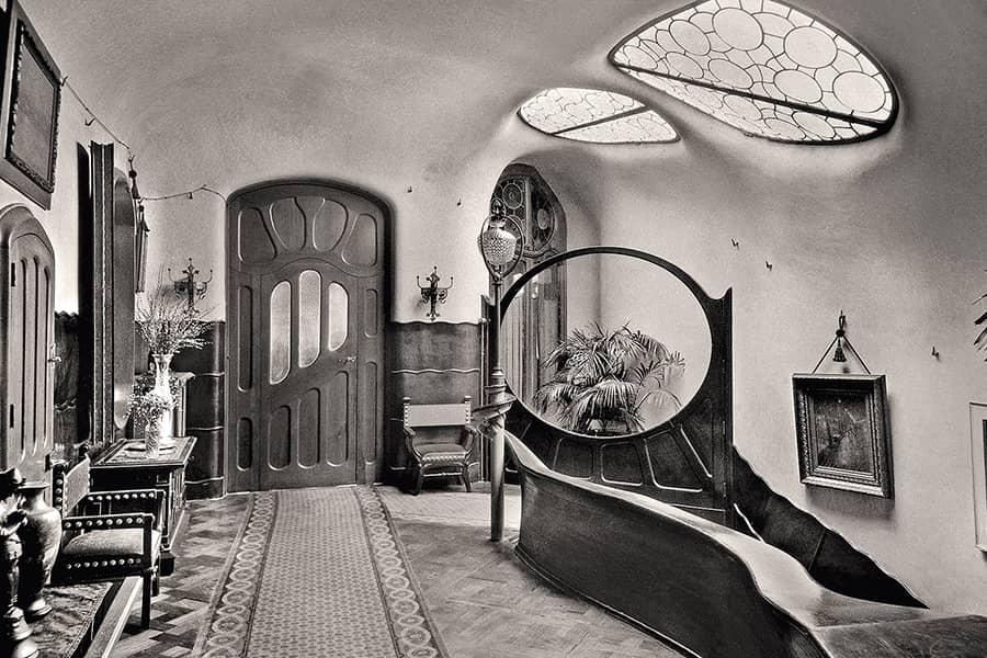 Vestíbulo de la Casa Batlló de Antoni Gaudí