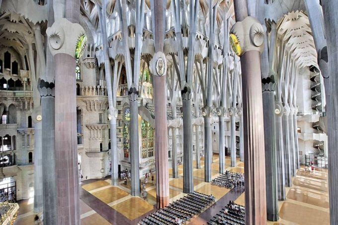 Columnas en el interior de la Sagrada Familia