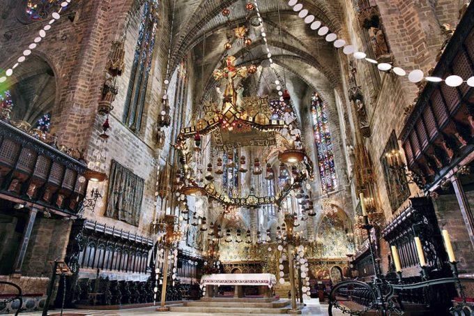Baldaquino altar mayor de la catedral de Mallorca, de Antoni Gaudí
