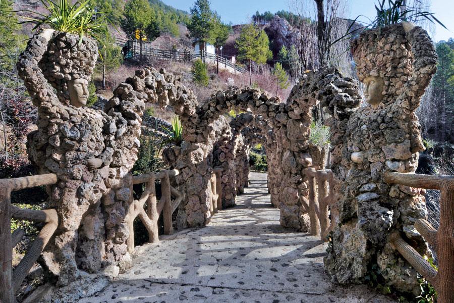 esculturas en los jardines artigas antoni gaudi