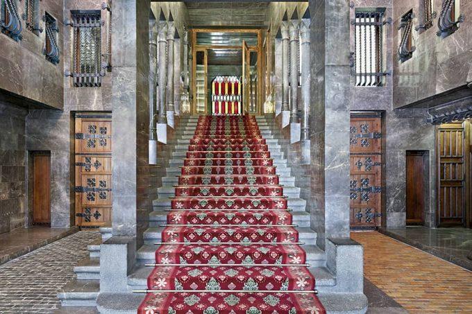 Escalera del vestíbulo del Palau Güell