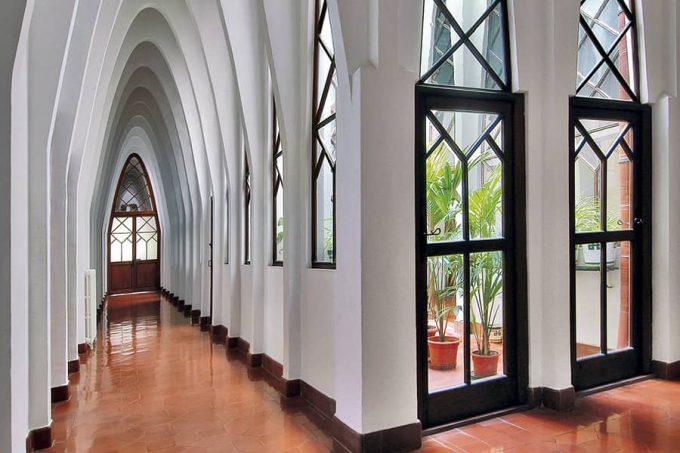 Pasillos Colegio teresiano de Gaudí