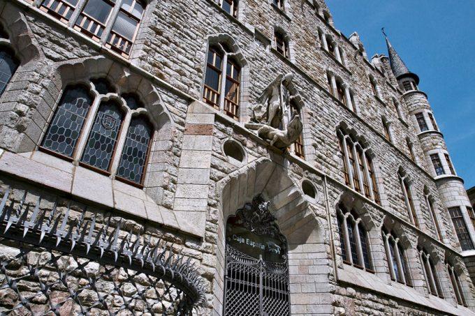 Fachada de la Casa Botines de León Antoni Gaudí