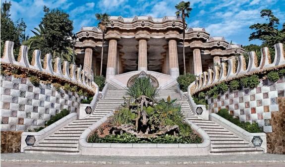 Escalinata Dragon Escalera Entrada Park Guell Gaudi Dosde Publishing
