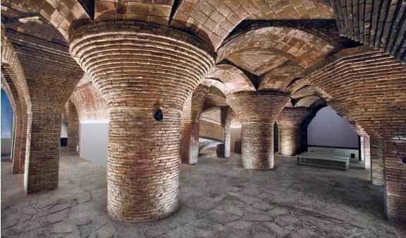 Palacio Guell Lcolumnas Sotano Dosde Publishing