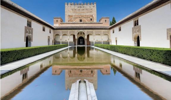 Patio De Los Arrayanes Alhambra De Granada Libro Dosde Publishing