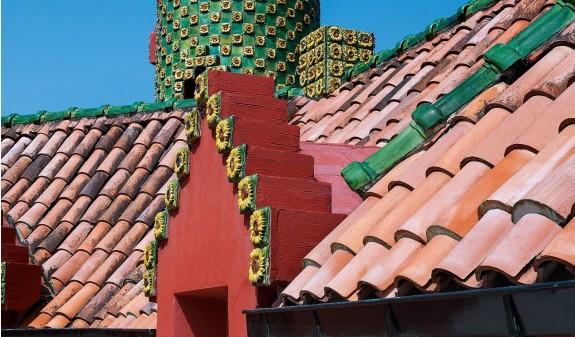 Tejado Ventana Girasoles El Capricho Gaudi Dosde Publishing