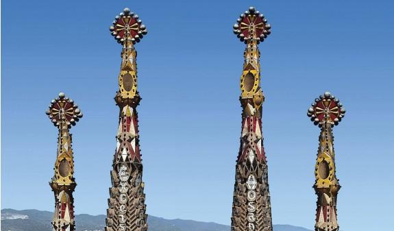 Torres Sagrada Familia Gaudi Dosde Publishing