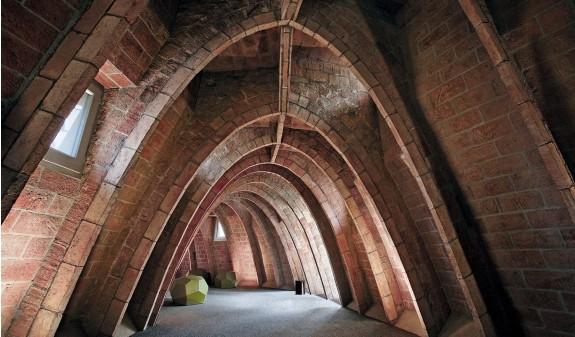Arcos Desvan La Pedrera Casa Mila Gaudi Barcelona Dosde Publishing