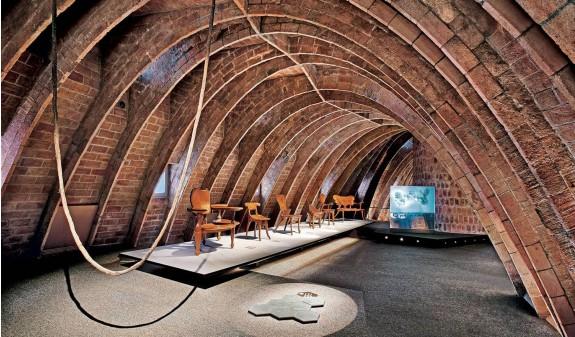 Arcos Desvan La Pedrera Casa Mila Gaudi Dosde Publishing