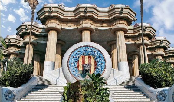 Escalera Entrada Park Guell Gaudi Dosde Publishing