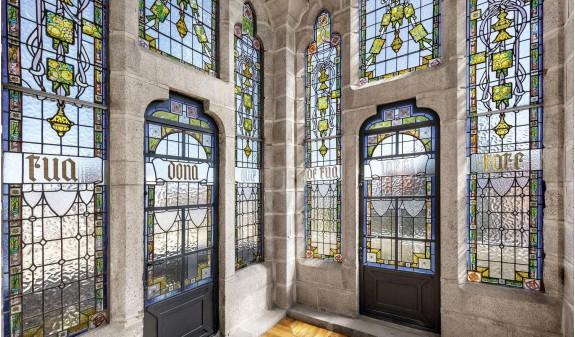Palast Von Gaudi Astorga Deutsch Dosde