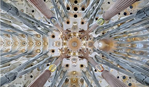 Techo Columnas Hiperbolicas Basilica Sagrada Familia Gaudi Dosde Publishing