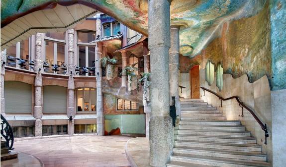 Vestibulo Escaleras La Pedrera Casa Mila Gaudi Dosde Publishing
