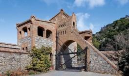 Bodegas Güell, un conjunto arquitectónico situado en Garraf