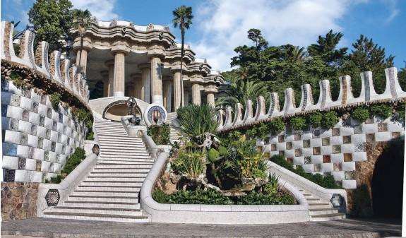 Escalera de entrada a Park Güell, de Antoni Gaudí