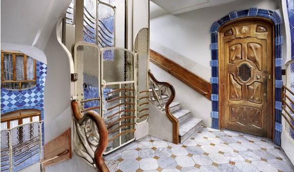 Ascensor Modernista Escalera Casa Batllo Gaudi Barcelona Dosde Publishing