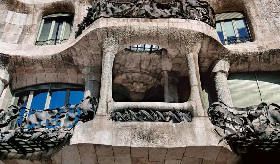 Balcones La Pedrera Gaudi Casa Mila Libro Bolsillo Dosde Publishing