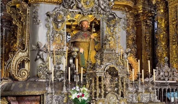 Escultura Apostol Santiago Catedral De Santiago Compostela Dosde Publishing