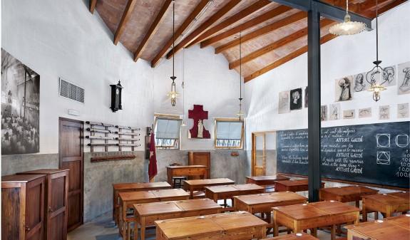 Interior Escuelas Del Templo Basilica Sagrada Familia Gaudi Dosde Publishing