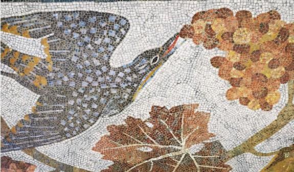 Mosaico Pajaro Sagrada Familia Gaudi Dosde Publishing