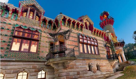 Pared Exterior El Capricho Gaudi Dosde Publishing