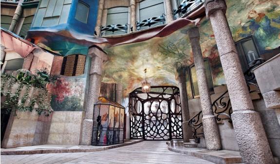 Patio Interior La Pedrera Casa Mila Antoni Gaudi Dosde Publishing