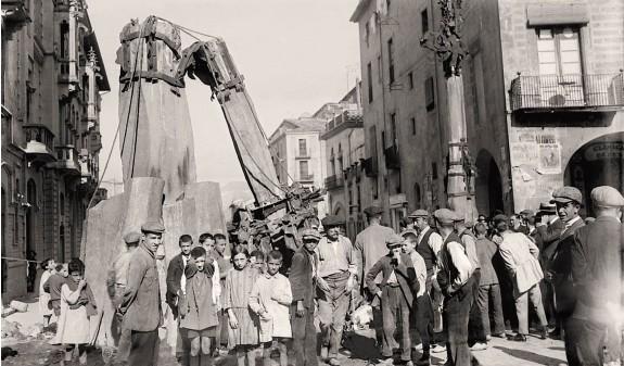 Remodelacion Plaza Mayor Vic Antoni Gaudi Fotografia Historica Dosde Publishing