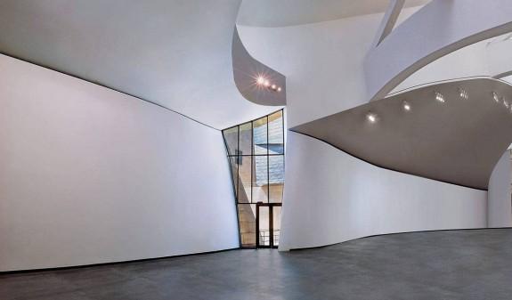 Sala Interior Guggenheim Bilbao Book Dosde Publishing