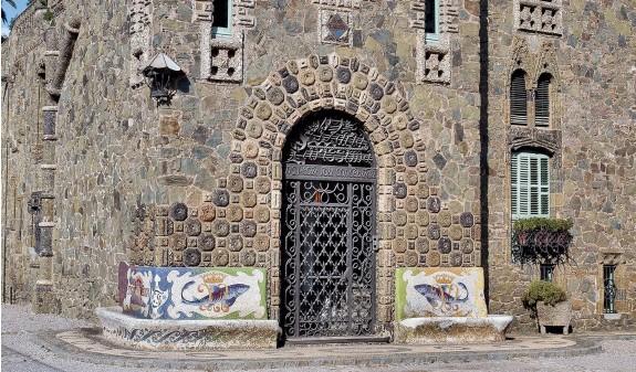 Torre Bellesguard Antoni Gaudi Dosde Publishing